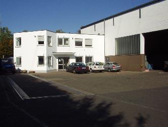 Bürogebäude mit angrenzender Halle